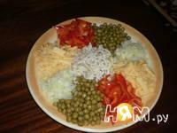 Приготовление салата с кальмаром и горошком: шаг 3