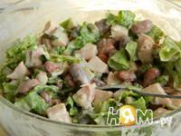 Приготовление салата с копченой куриной грудкой: шаг 4