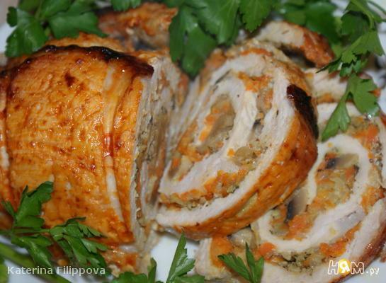 Рецепт Рулет из свинины с морковью и грибами