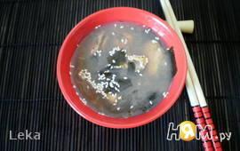 Мисо-суп с мидиями и рисовой вермишелью