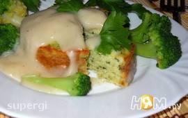 Рыбный пудинг со шпинатом  под соусом