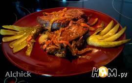 Печень с морковью и солеными огурцами