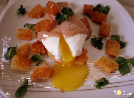 Яйца - пашот с  соусом а ля Божоле