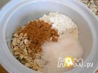 Приготовление ягодного крамбла с овсянкой и орехами: шаг 1