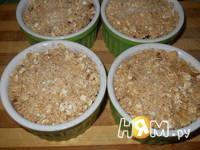 Приготовление ягодного крамбла с овсянкой и орехами: шаг 7