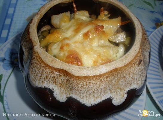 Картошка с мясом и грибами в горшочке