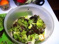 Приготовление салата весеннего: шаг 3