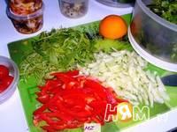 Приготовление салата весеннего: шаг 4