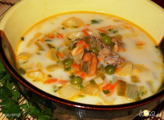 Сливочный суп из морепродуктов с горошком
