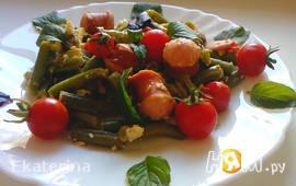 Стручковая фасоль с овощами и венскими колбасками
