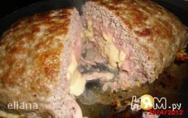 Мясной рулет с сыром и ветчиной