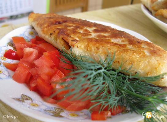 Сырные лепёшки-чебуреки с ветчиной