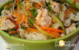 Рисовая вермишель с овощами и куриным филе
