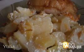 Запеченый картофель в сметанной подливе