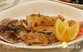 Морская рыба фламбе с виски и грушей