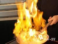 Приготовление морской рыбы фламбе с виски и грушей: шаг 11