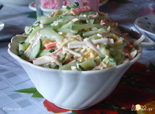 Рецепт Салат с сыром сулугуни и крабовыми палочками