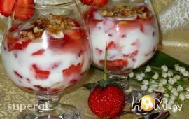Летний клубничный десерт с йогуртом