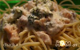 Семга с голубым сыром и брокколи