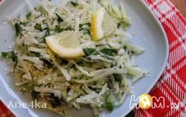 Свежий салат с кольраби и сельдереем