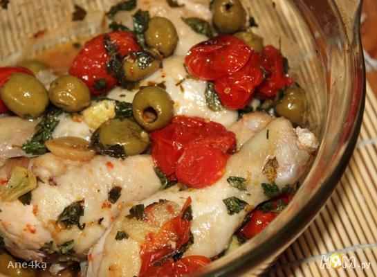 Курица, запеченная с оливками и черри