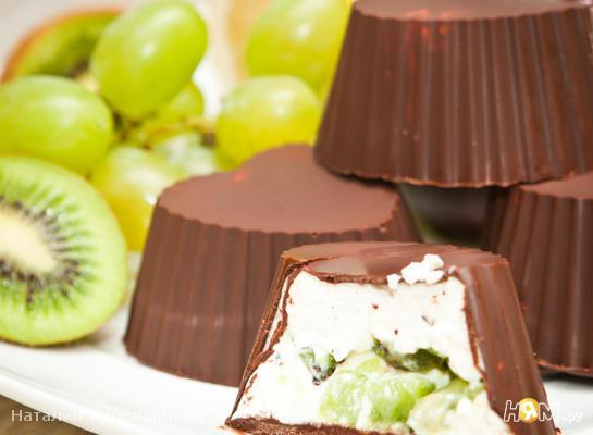 Творожки с фруктами в шоколаде