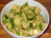 Приготовление холодного крем-супа с авокадо на кефире: шаг 1
