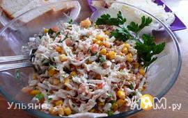 Сочный салат с тунцом и капустой
