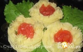 Картофельные гнезда с соленой семгой