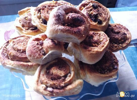 Рецепт Плюшки с корицей, изюмом и грецкими орехами