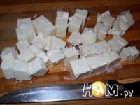 Приготовление соуса из феты с чесноком и зеленью: шаг 3