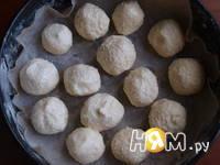 Приготовление шоколадного пирога с шариками: шаг 3