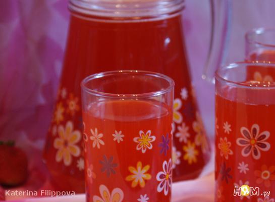 Имбирно-клубничный напиток