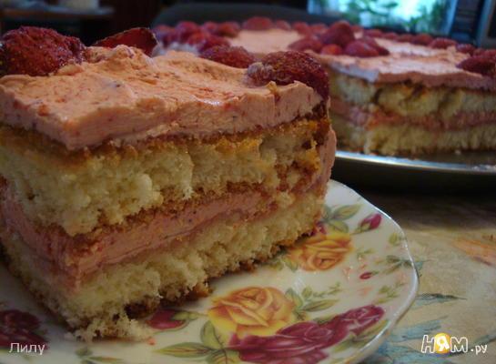 Бисквитный клубничный торт