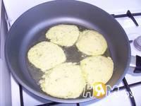 Приготовление оладий из кабачков: шаг 5