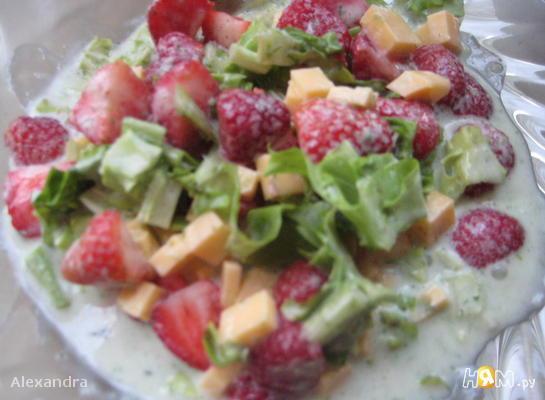 Салатик под эстрагонным соусом