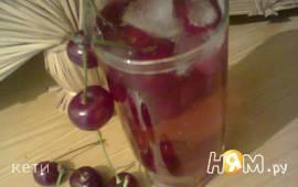 Холодный чай с вишней