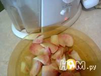 Приготовление персиково-изюмного морса: шаг 3