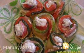 Рулетики с цуккини и помидорами