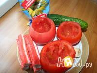 Приготовление пикантных помидорчиков с крабами: шаг 1