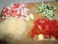 Приготовление пикантных помидорчиков с крабами: шаг 2