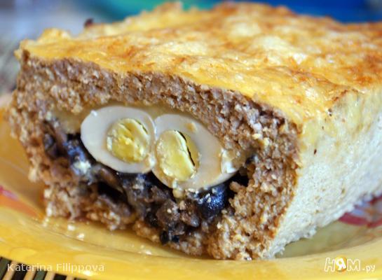 Мясной кекс с грибами и перепелиными яйцами