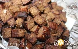 Сухарики из черного хлеба со специями и базиликом