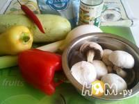 Приготовление кабачков с шампиньонами и овощами в Воке: шаг 1
