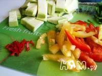 Приготовление кабачков с шампиньонами и овощами в Воке: шаг 3