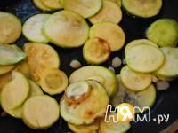 Приготовление омлета с кабачками и чесноком: шаг 2