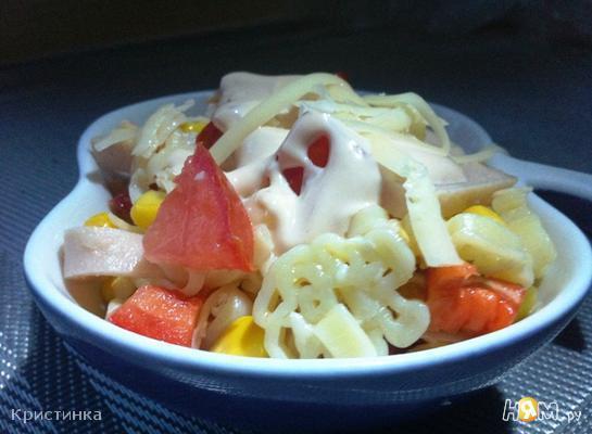 Итальянский салат с ветчиной и овощами