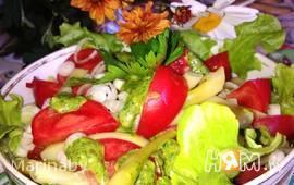 Летний салат со спаржевой фасолью и помидорами