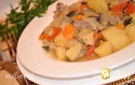 Молодой картофель с мясом и овощами