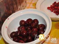 Приготовление ягодного десерта с йогуртом: шаг 4